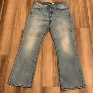 529 Curvy Boot cut 14M Levi jeans,distressed denim